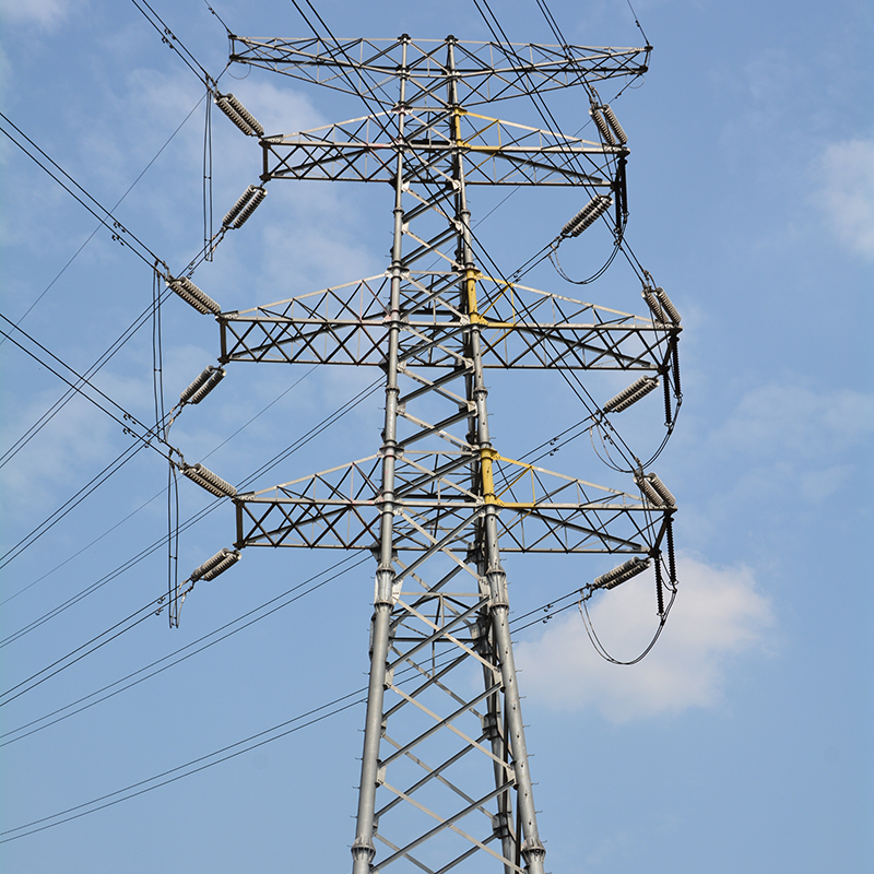 differences between Transmission tower lines and